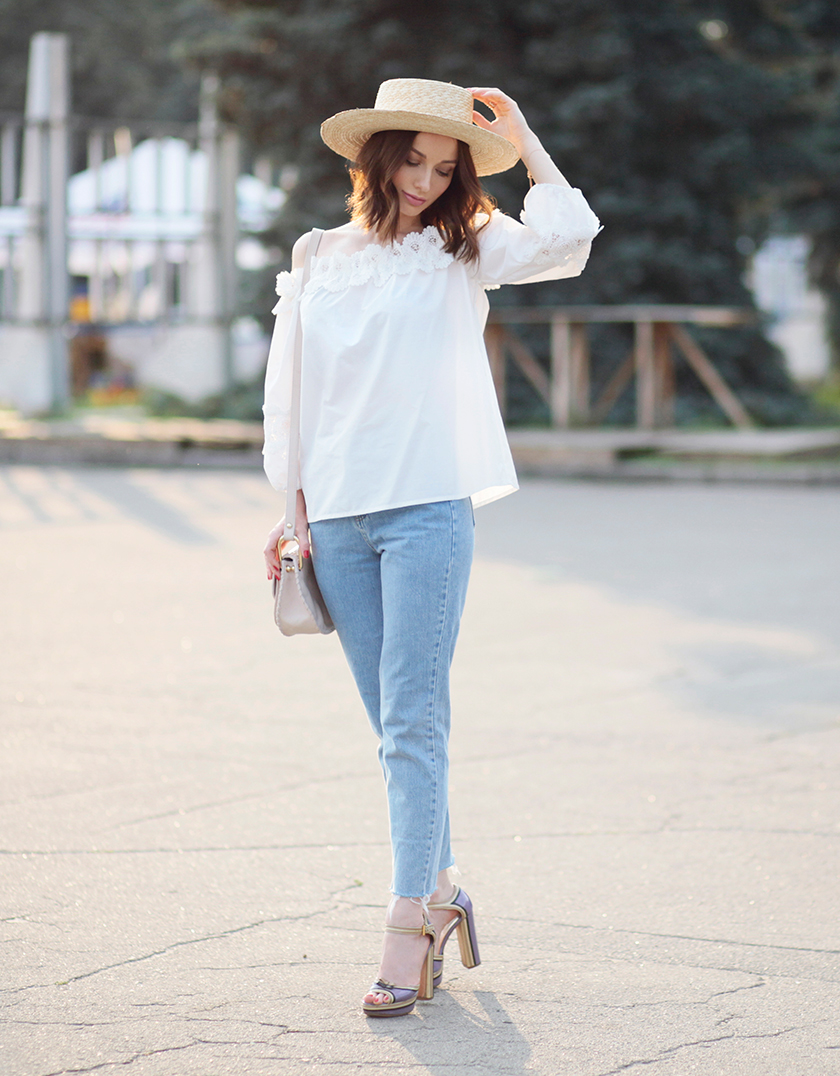 Sonya-Karamazova-summer-outfit-off-shoulder-top-mom-jeans-canotier-hat