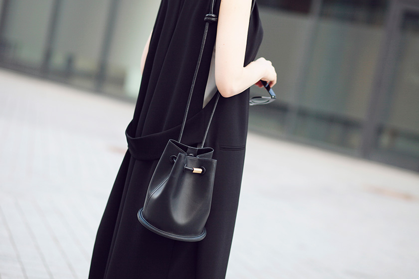 Sonya-Karamazova-long-vest-Zara-bucket-bag
