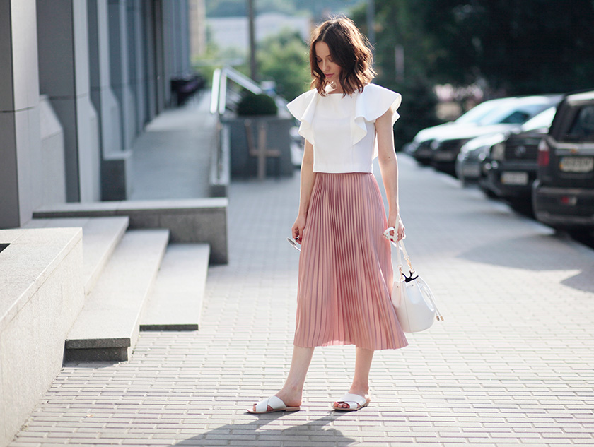 Sonya-Karamazova-summer-outfit-ideas-crop-top-and-midi-skirt