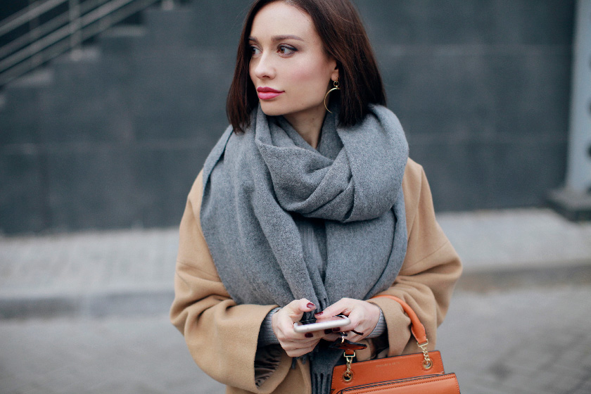 sonya-karamazova-camel-coat-fall-outfit-ideas-fashion-blogery-ukrainy